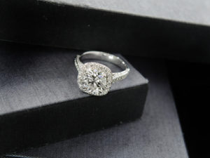 Oval Diamond Engagement Rings